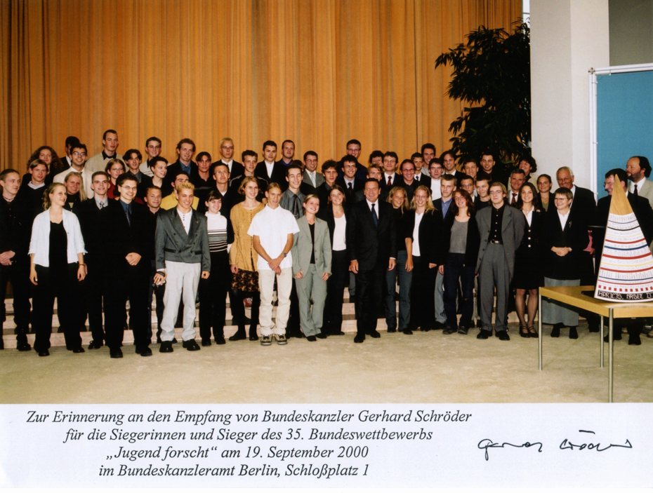 Gerhard Schröder with all Jufo-finalists